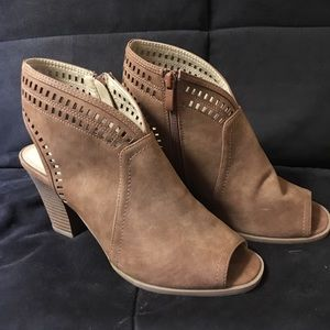 CL by Laundry Peep Toe Booties  Sz 8.5